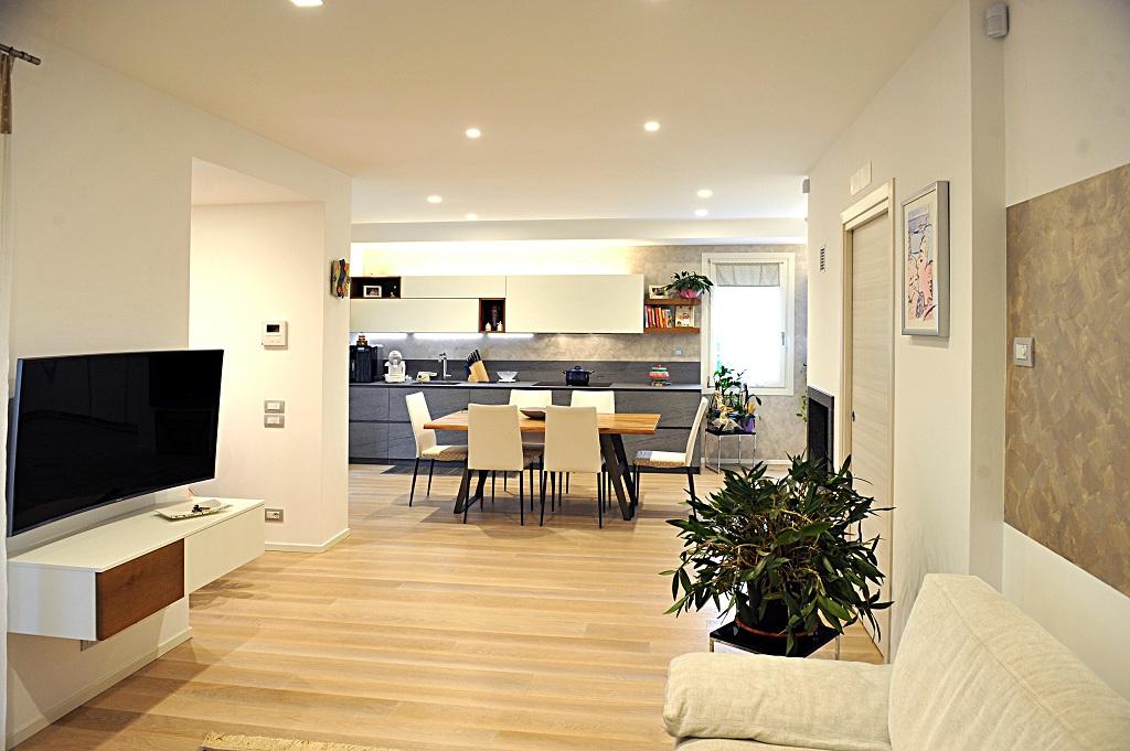 Nuova zona living finiture losco for Zona living design